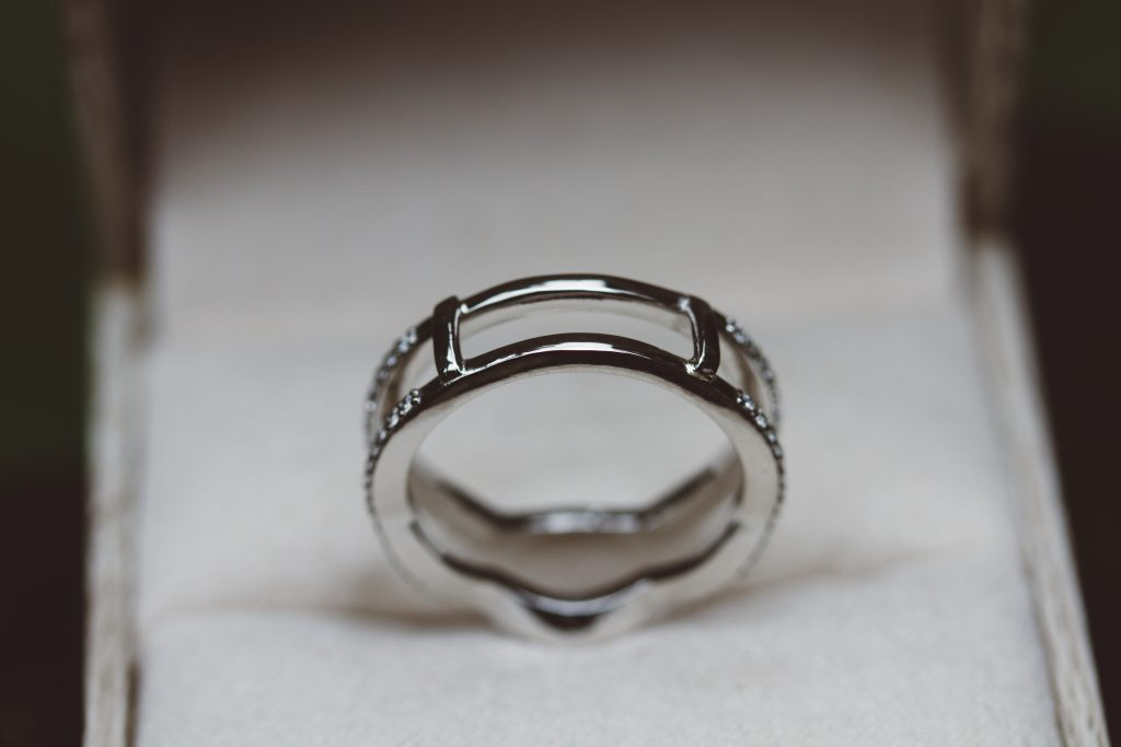 Ring wrap bars which hold the jewelry together