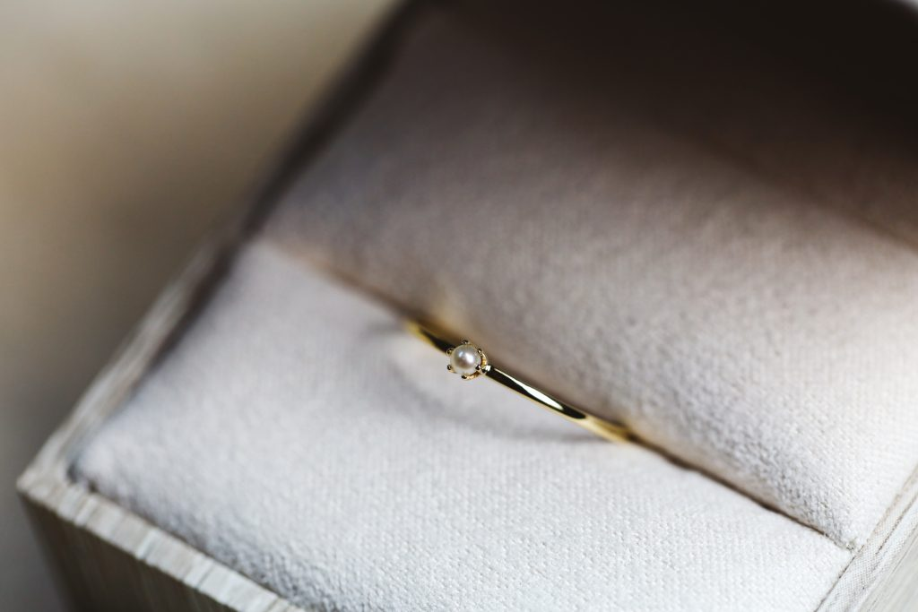 2mm pearl on thin gold band.